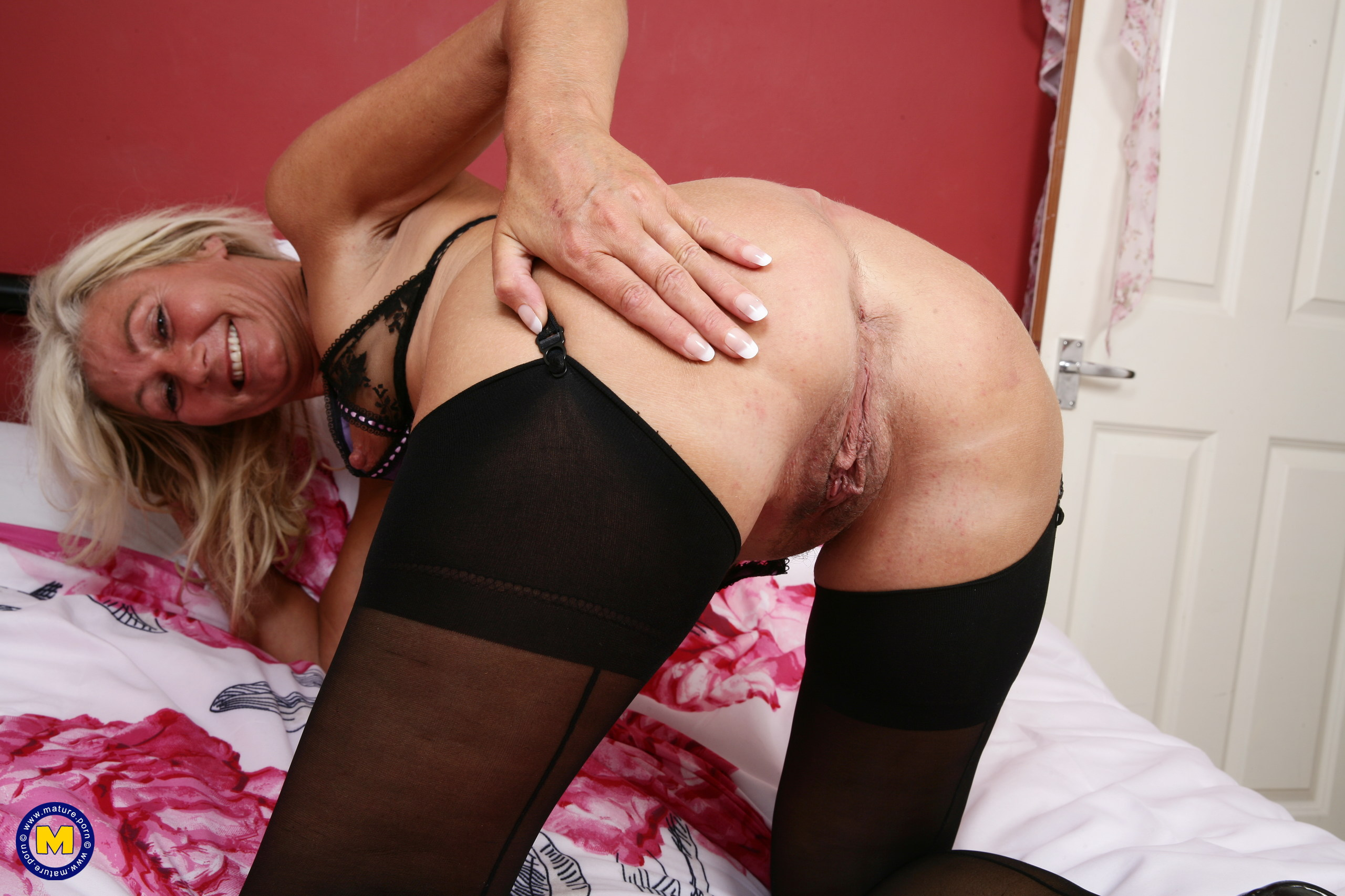 Crazy housewife from the uk playing with herself