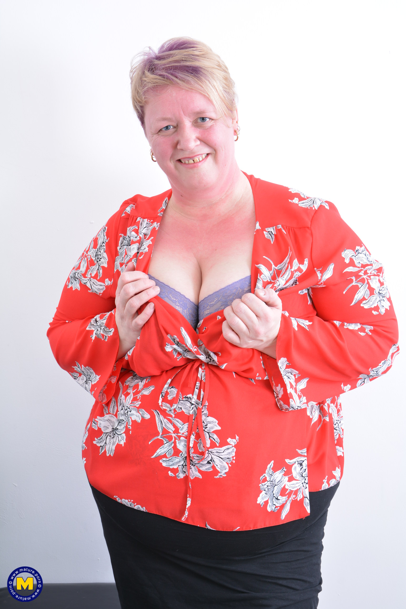 Gigantic british mature PLUS-SIZE frolicking with herself