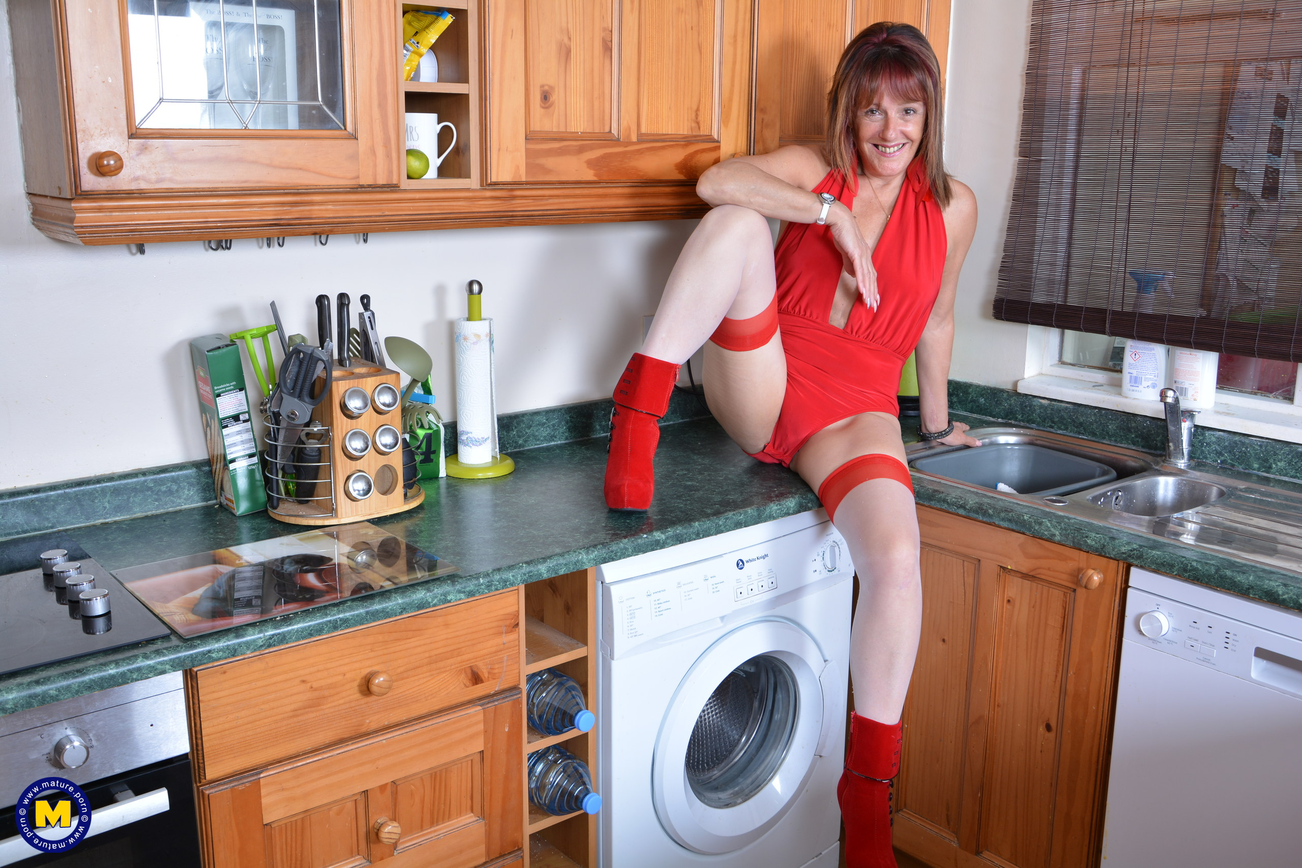 This Brit housewife gets moist in her kitchen
