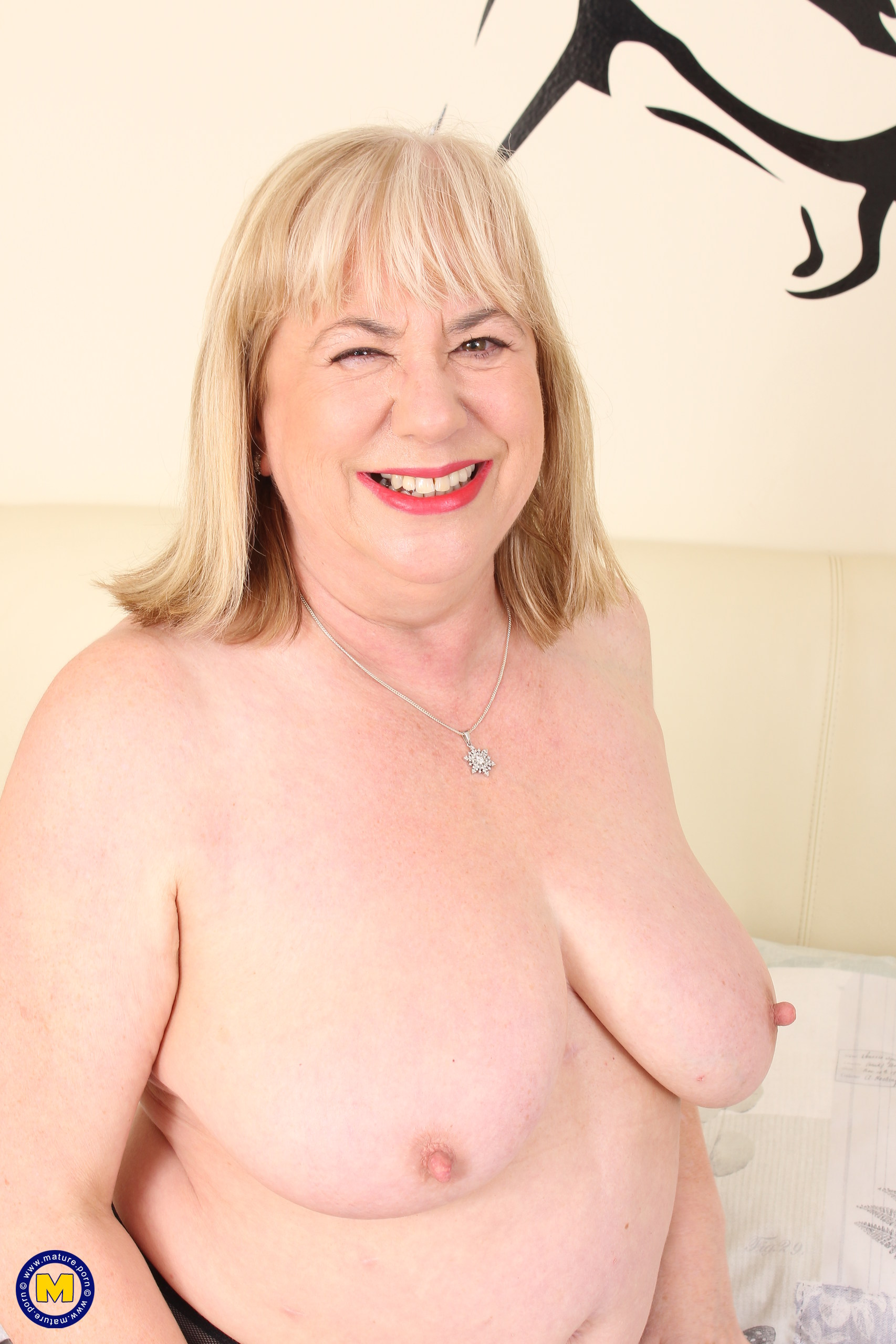Brit yam-sized boobed mature PLUMPER toying alone