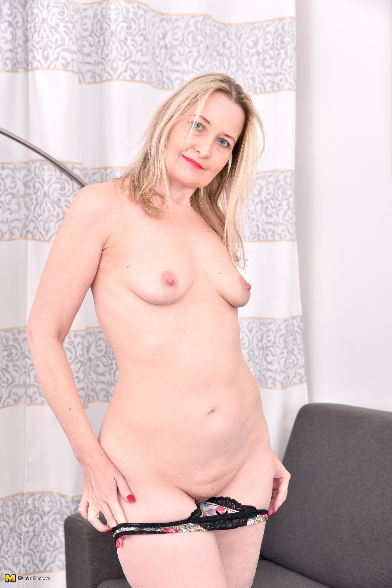 Kinky Light-haired British housewife frolicking with herself