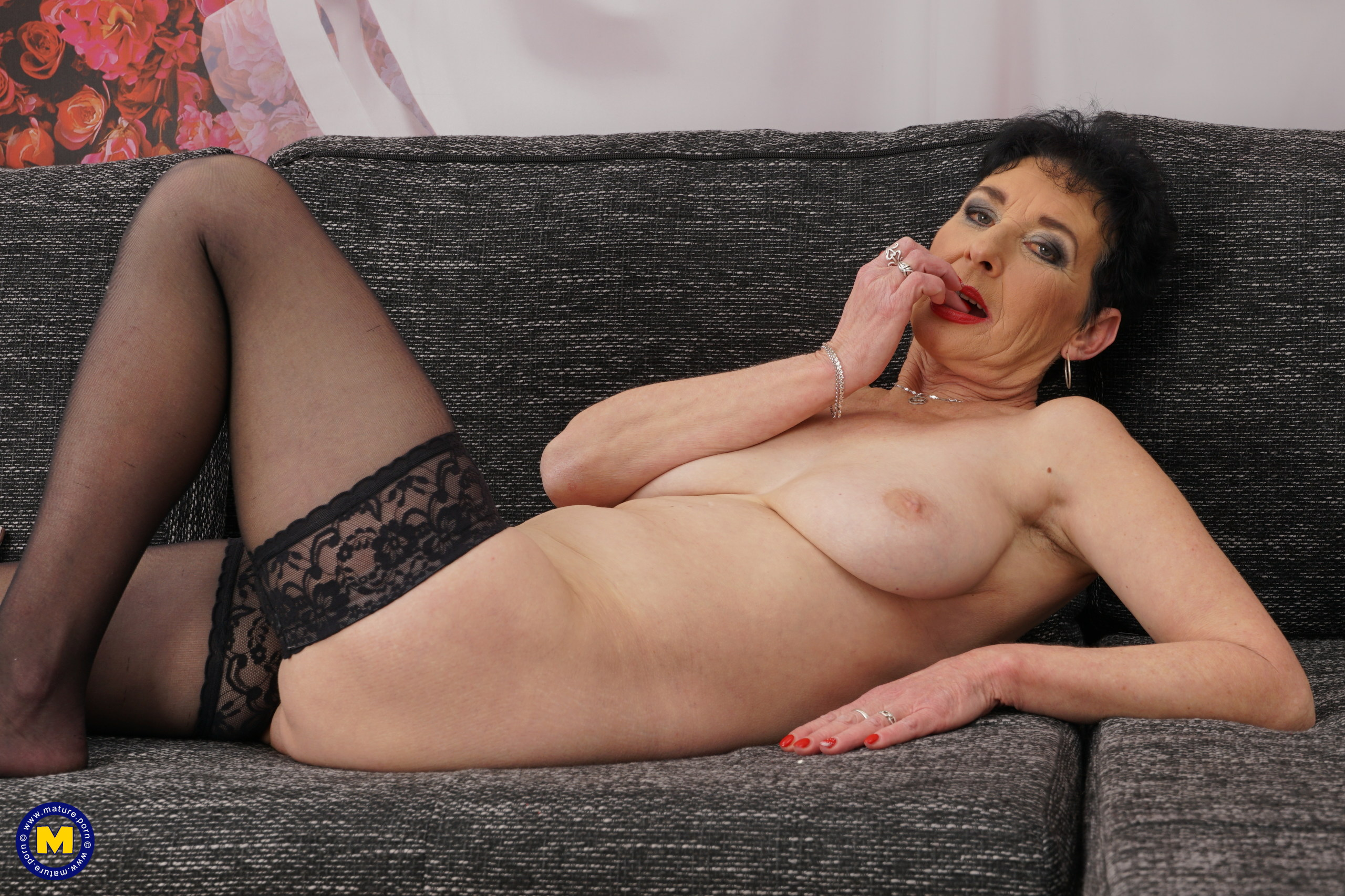 Horny mature doll playing on her couch with herself