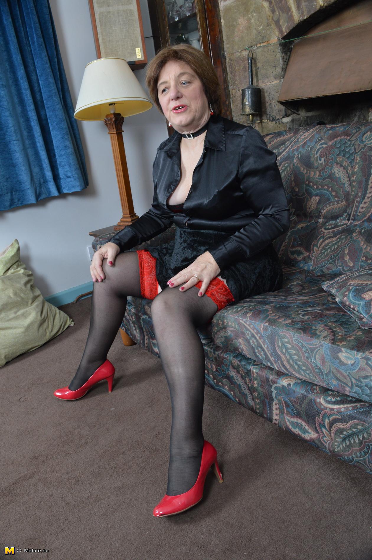 Mischievous Brit Mature superslut playing with herself