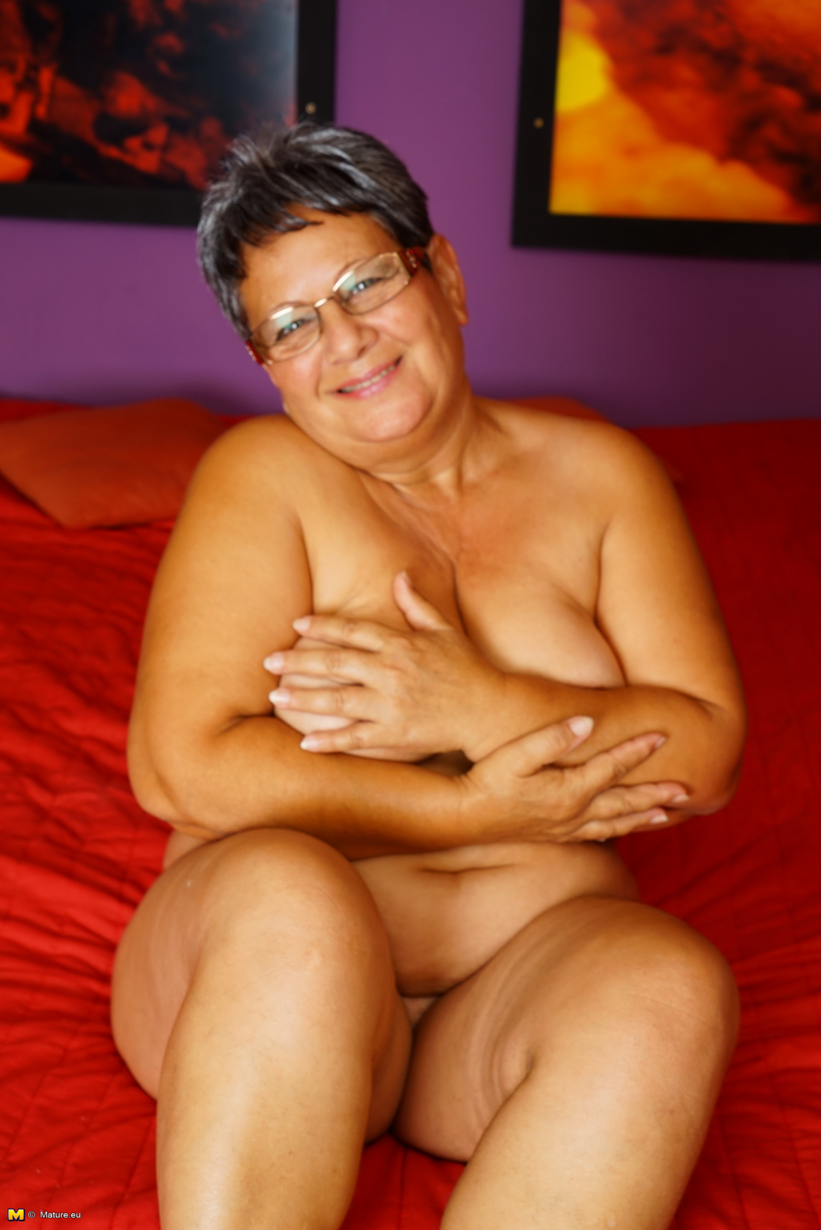 Nauchty plump mature woman frolicking with herself