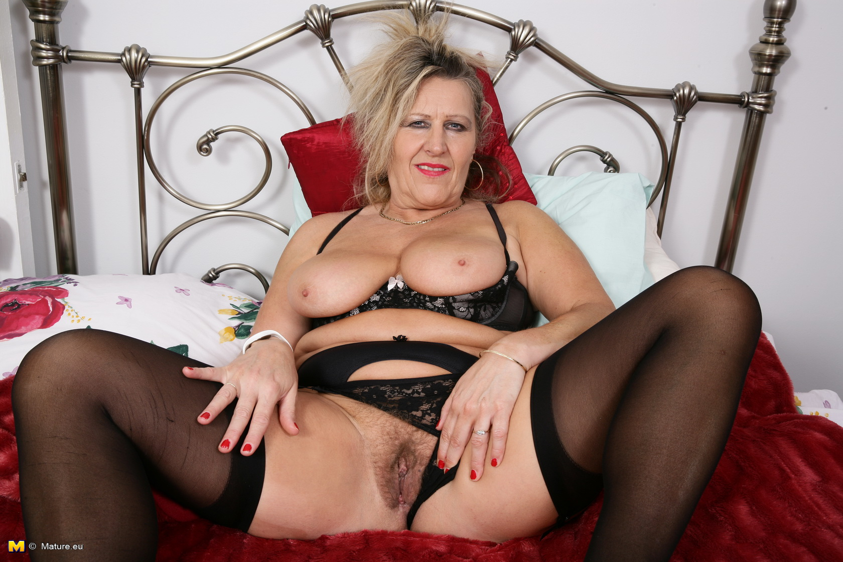 Furry British housewife toying alone
